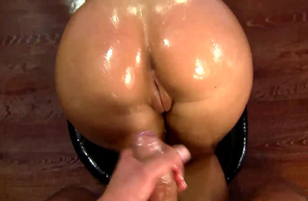 Big booty latina oiled up anal