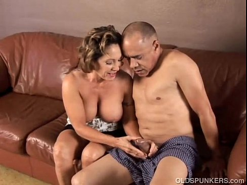 Mature grannies fuck and suck