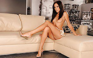 Adult dress game nude up