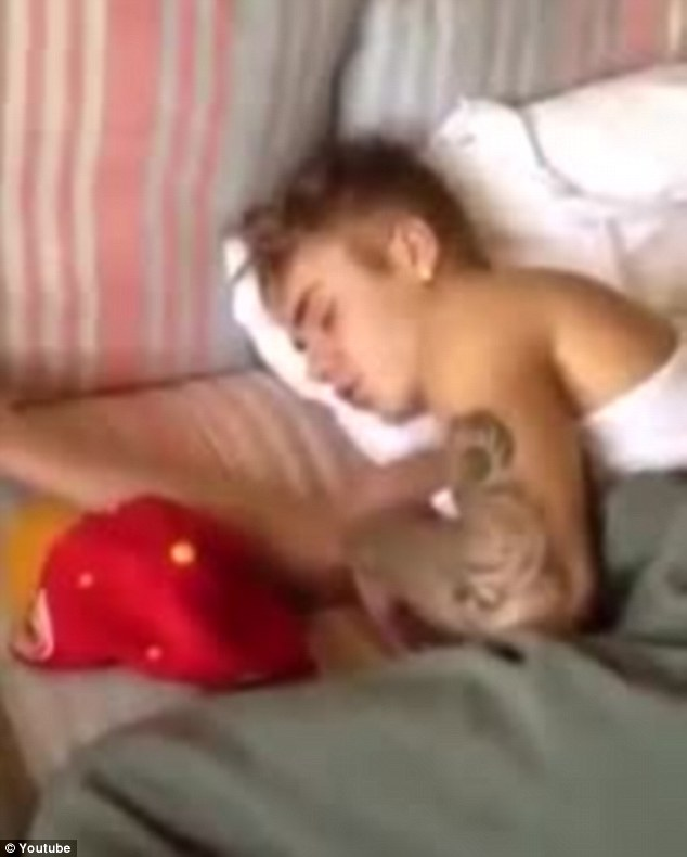 Miley cyrus having sex with girls