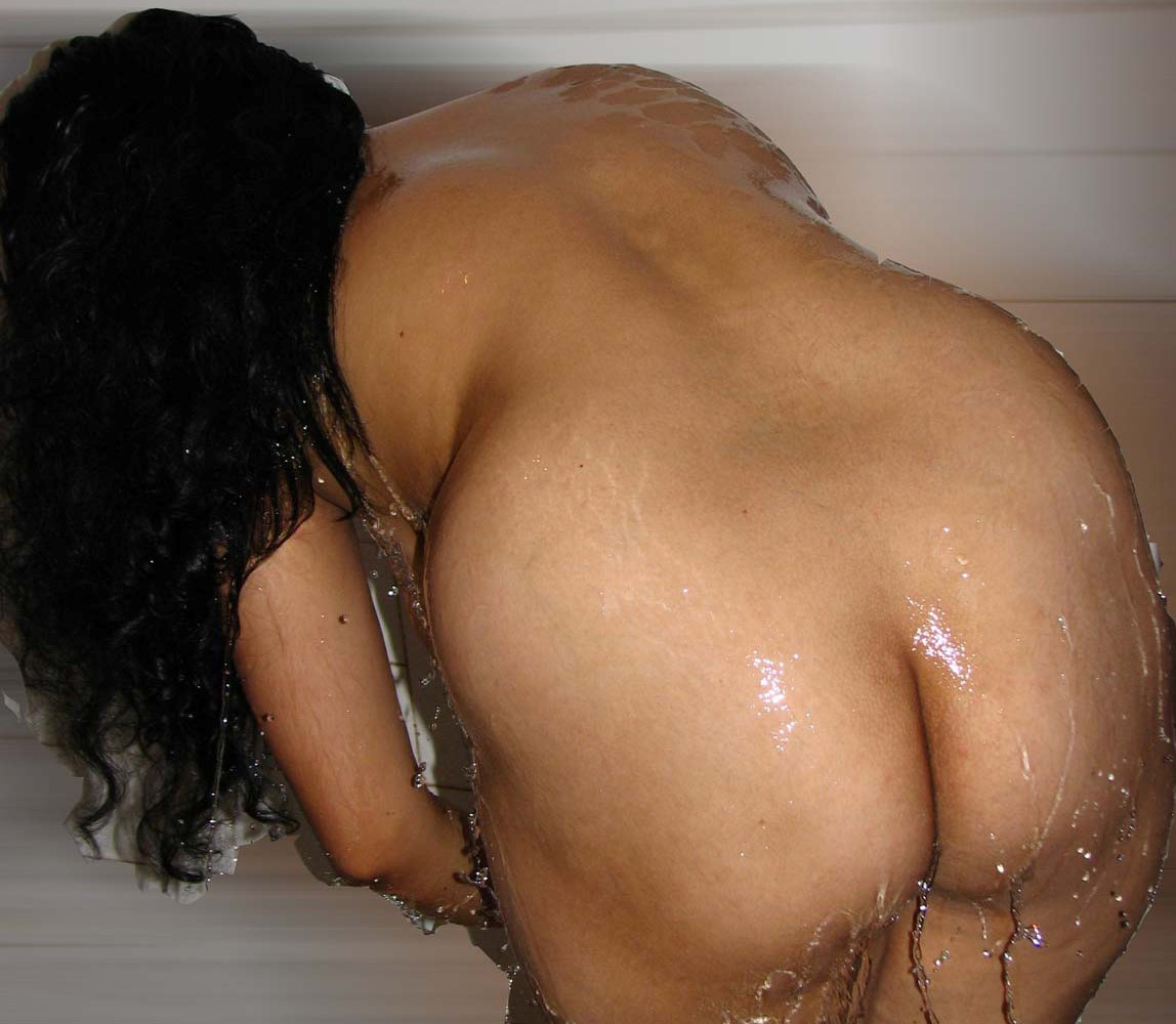 Naked bathing desi women in