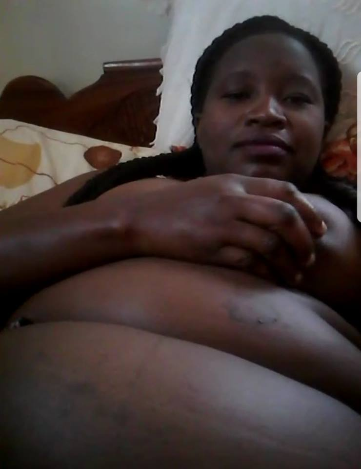 Sugar mummy from naija showing there naked pussy