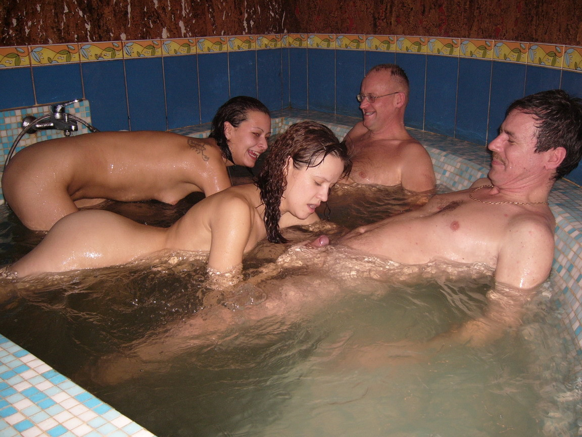 Hot tub sex amateur