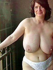 Naked amateurs try mature moms pussy