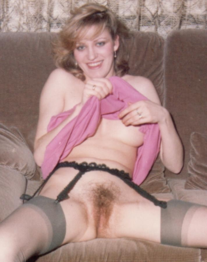Amateur wife hairy pussy spread