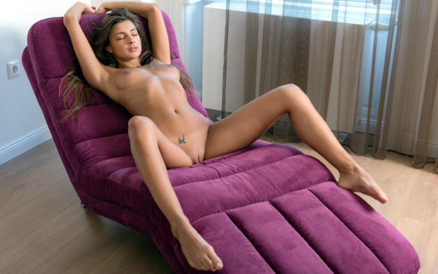 Naked brunette spread legs couch