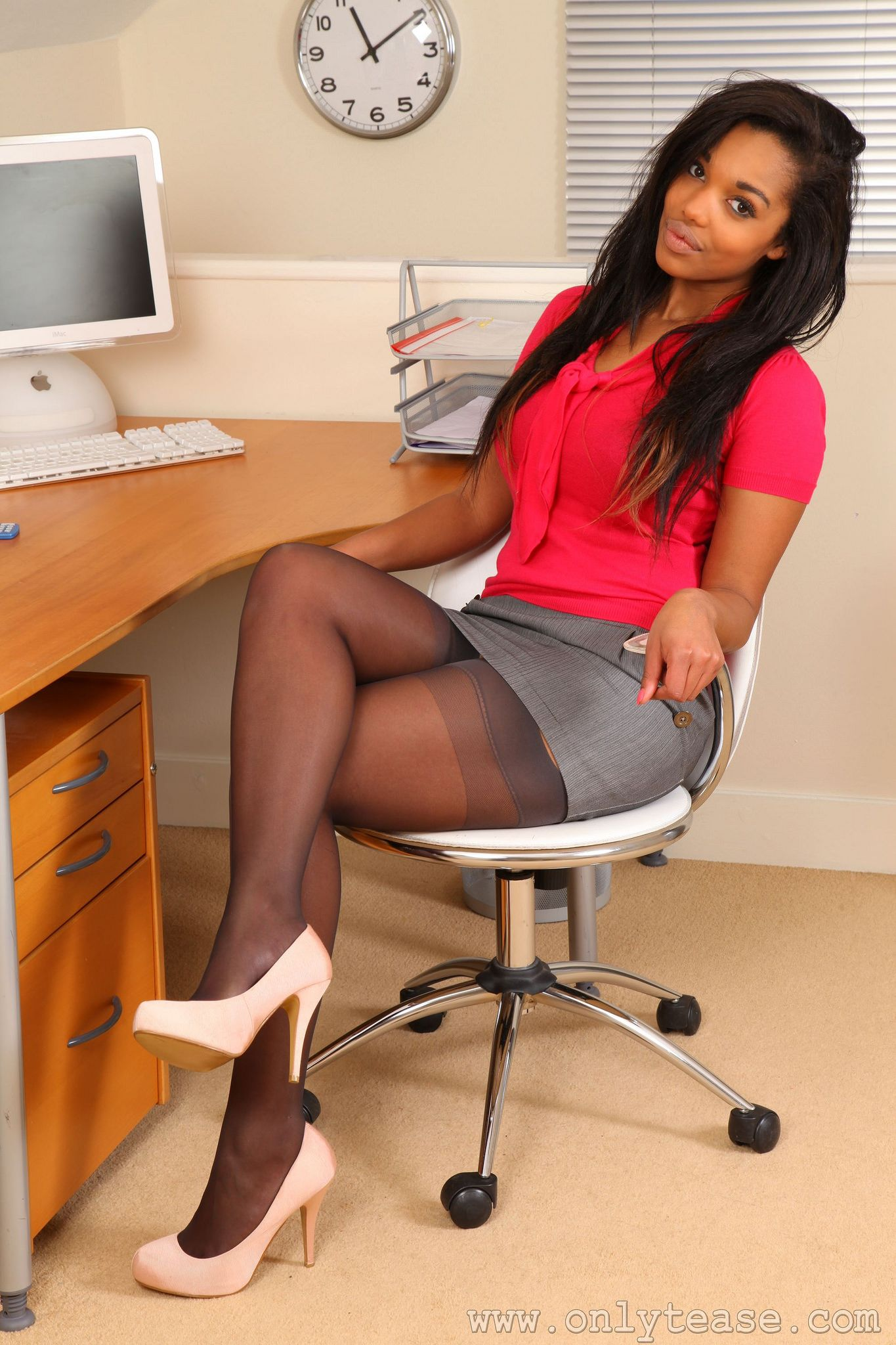 Ebony pantyhose legs in stockings