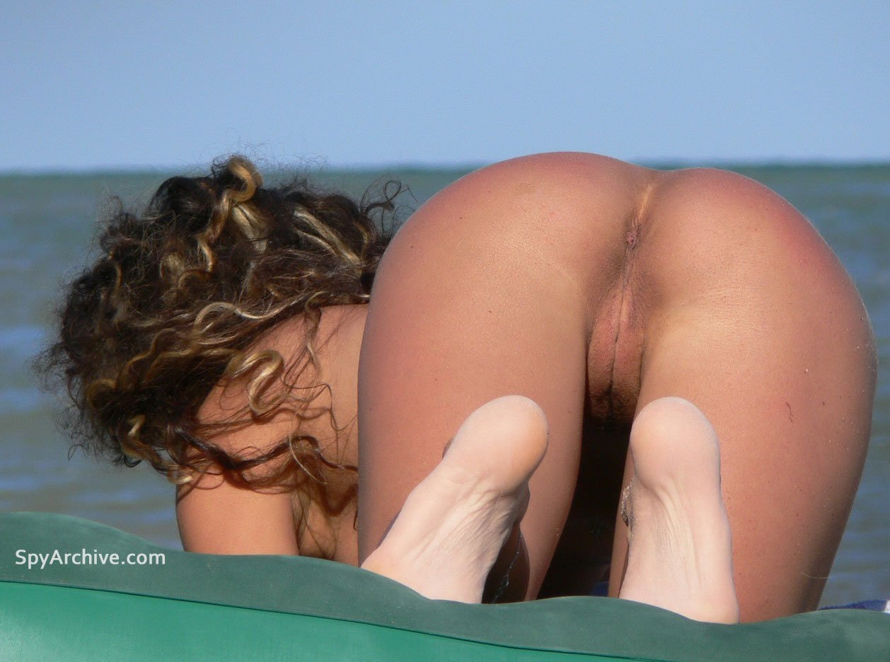 Amateur beach pussy exposed