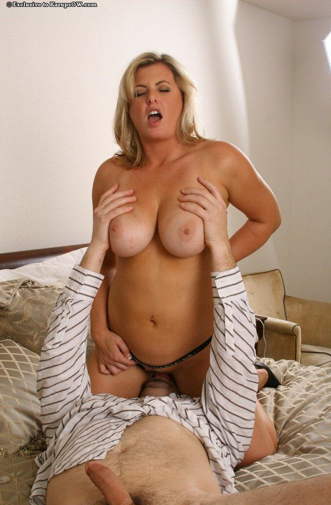 Amateur mom with bush