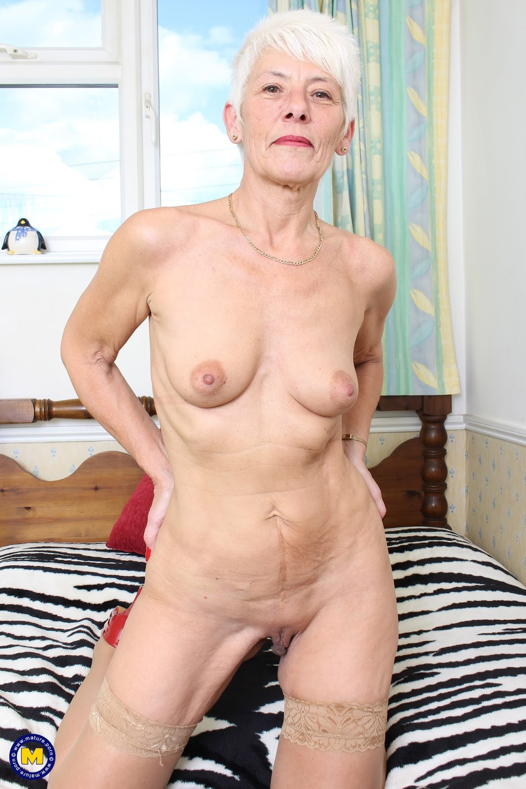 Pictures of woman with big pussy lips
