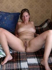 Amateur mature nude wife at home