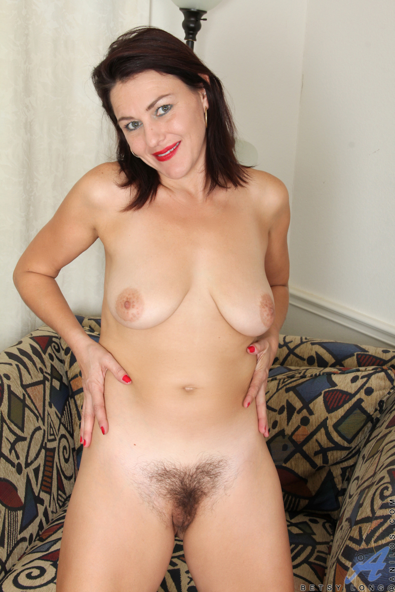 Mature standing hairy pussy