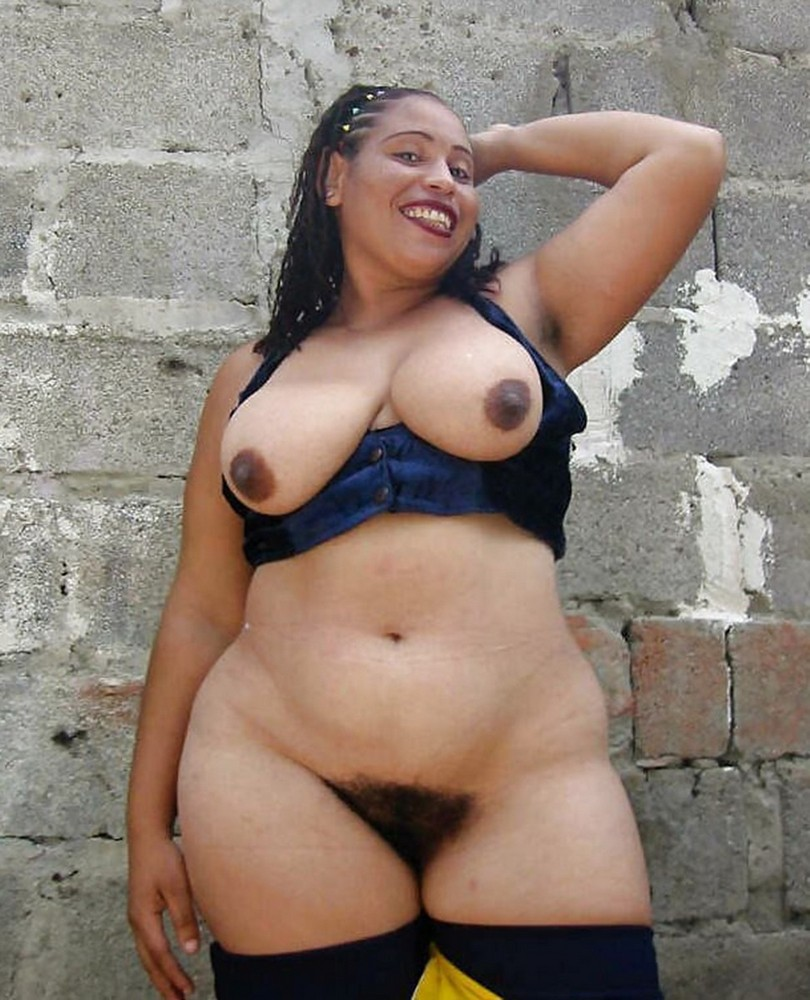 Woman with big hips naked